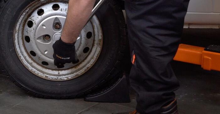 La sostituzione di Ammortizzatori su Fiat Doblo Cargo 2009 non sarà un problema se segui questa guida illustrata passo-passo