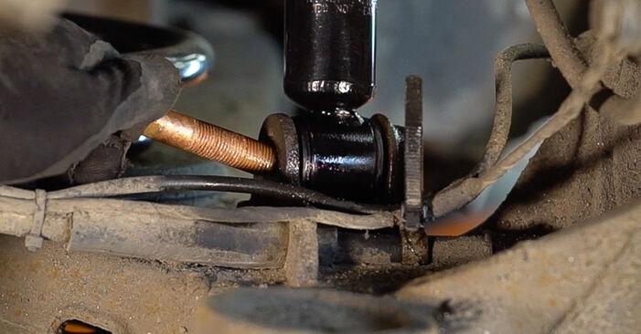 Stoßdämpfer Mercedes W638 Bus 110 TD 2.3 (638.174) 1998 wechseln: Kostenlose Reparaturhandbücher