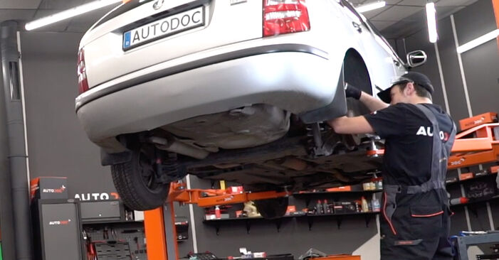 How to replace Shock Absorber on SKODA Fabia I Combi (6Y5) 2004: download PDF manuals and video instructions