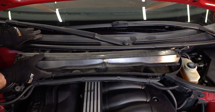 Cik grūti ir veikt Salona filtrs nomaiņu BMW 3 Convertible (E46) 320Cd 2.0 2004 - lejupielādējiet ilustrētu ceļvedi