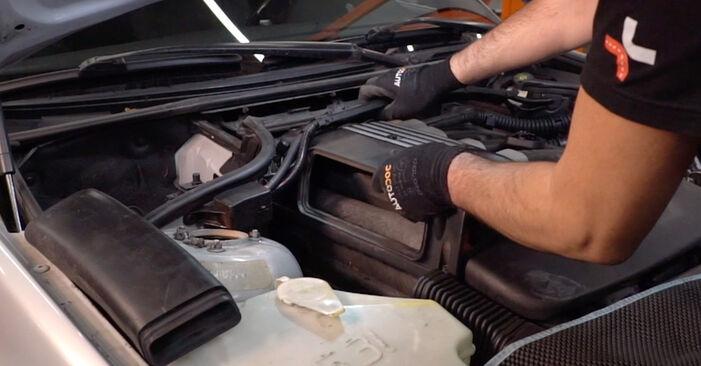 BMW 3 Touring (E46) 2003 330d 3.0 Levegőszűrő csináld magad csere - javaslatok lépésről lépésre