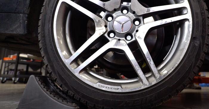Wie Koppelstange Mercedes W210 E 300 3.0 Turbo Diesel (210.025) 1995 tauschen - Kostenlose PDF- und Videoanleitungen