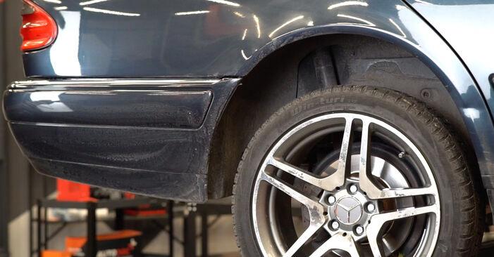 Koppelstange Mercedes W210 E 200 2.0 (210.035) 1997 wechseln: Kostenlose Reparaturhandbücher