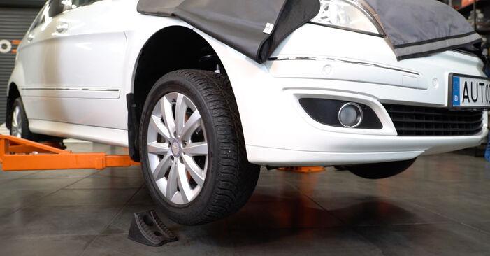 Koppelstange Mercedes W245 B 170 1.7 (245.232) 2006 wechseln: Kostenlose Reparaturhandbücher