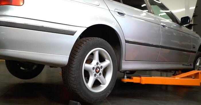 BMW E39 530d 3.0 1997 Stabilisaatori otsavarras vahetamine: tasuta töökoja juhendid