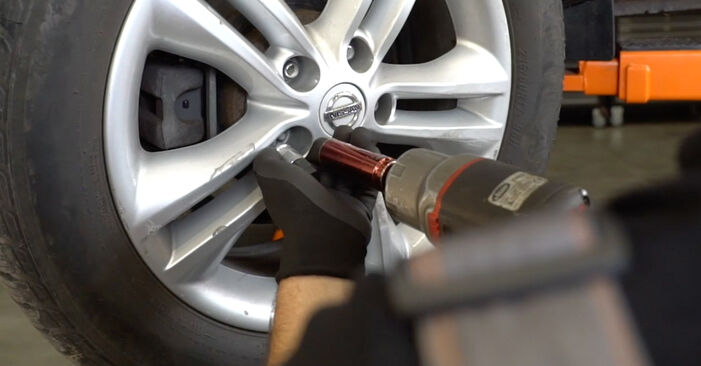 Nissan Qashqai j10 2.0 dCi Allrad 2008 Draagarm remplaceren: kosteloze garagehandleidingen
