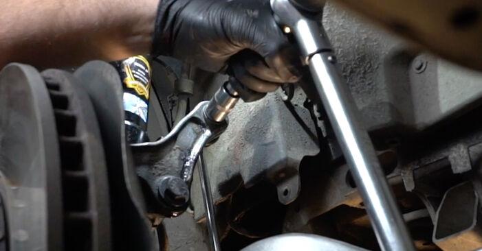 Tausch Tutorial Koppelstange am BMW 5 Limousine (E60) 2003 wechselt - Tipps und Tricks