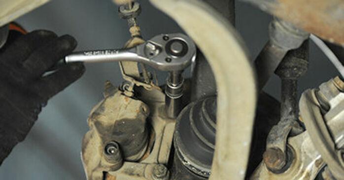 Sustitución de Discos de Freno en un Audi A4 B5 1.9 TDI 1996: manuales de taller gratuitos