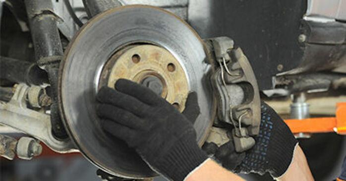 Cómo quitar Discos de Freno en un AUDI A4 1.8 T quattro 1998 - instrucciones online fáciles de seguir