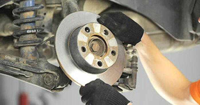 Bremsscheiben am AUDI A4 Limousine (8D2, B5) 1.9 TDI quattro 1999 wechseln – Laden Sie sich PDF-Handbücher und Videoanleitungen herunter