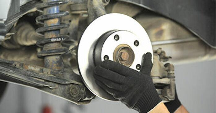 Wie schwer ist es, selbst zu reparieren: Bremsscheiben Audi A4 B5 Limousine S4 2.7 quattro 2000 Tausch - Downloaden Sie sich illustrierte Anleitungen
