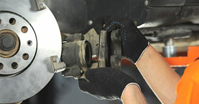 Bremsbeläge beim AUDI A4 2.5 TDI 2001 selber erneuern - DIY-Manual