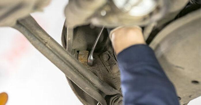 Querlenker Mercedes W202 C 220 D 2.2 (202.121) 1995 wechseln: Kostenlose Reparaturhandbücher