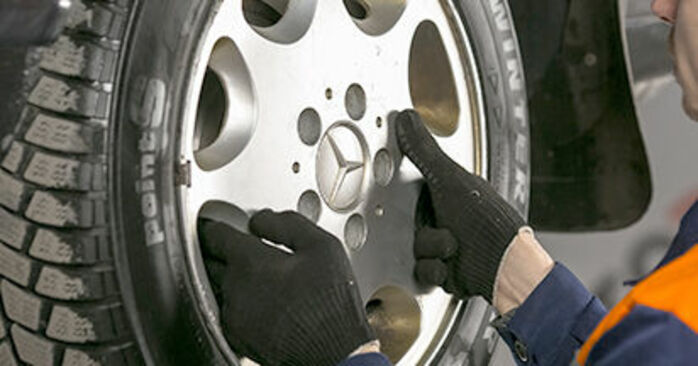 DIY replacement of Brake Pads on MERCEDES-BENZ C-Class Saloon (W202) C 220 D 2.2 (202.121) 1999 is not an issue anymore with our step-by-step tutorial