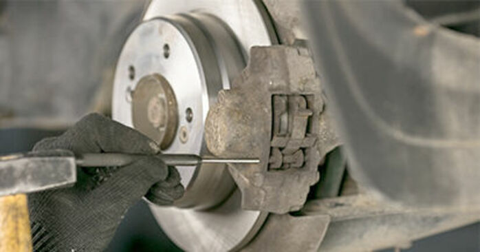 Changing Brake Pads on MERCEDES-BENZ C-Class Saloon (W202) C 220 CDI 2.2 (202.133) 1996 by yourself