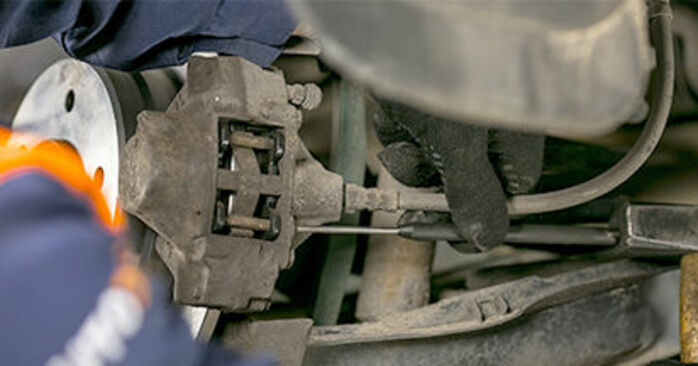 Step-by-step recommendations for DIY replacement Mercedes W202 1998 C 200 2.0 (202.020) Brake Pads
