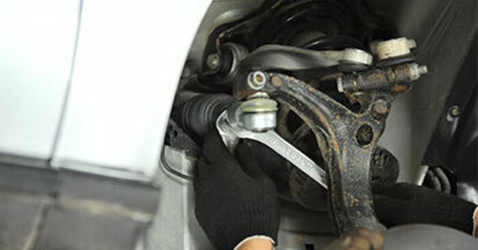Tausch Tutorial Spurstangenkopf am AUDI A4 Limousine (8D2, B5) 1998 wechselt - Tipps und Tricks