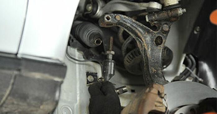 Spurstangenkopf beim AUDI A4 2.5 TDI 2001 selber erneuern - DIY-Manual