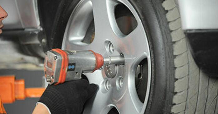 Comment retirer AUDI A4 1.8 T quattro 1998 Roulement De Roues - instructions en ligne faciles à suivre