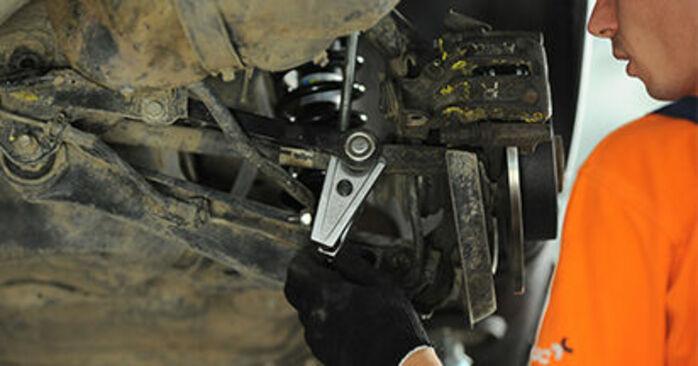 Comment retirer AUDI A4 1.8 T quattro 1998 Bras de Suspension - instructions en ligne faciles à suivre