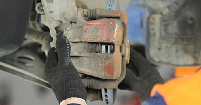 Wie VW LUPO 1.4 TDI 2002 Bremsbeläge ausbauen - Einfach zu verstehende Anleitungen online