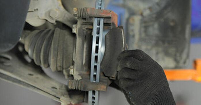 Wie schwer ist es, selbst zu reparieren: Bremsbeläge VW Lupo 6x1 1.6 GTI 2004 Tausch - Downloaden Sie sich illustrierte Anleitungen