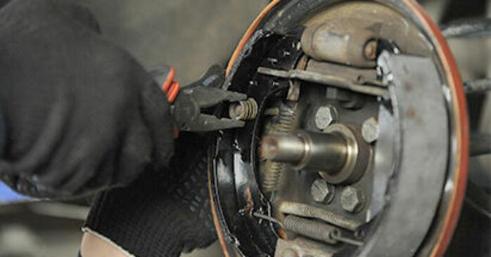 VW LUPO 1.0 Bremsbacken ausbauen: Anweisungen und Video-Tutorials online