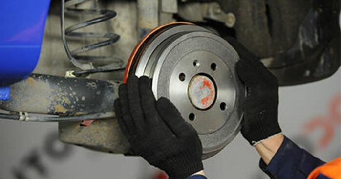 Wechseln Bremsbacken am VW Lupo (6X1, 6E1) 1.4 16V 2001 selber