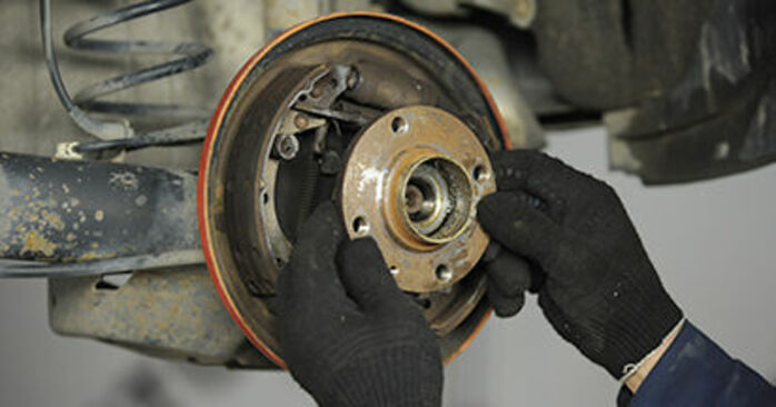 Bremsbacken beim VW LUPO 1.4 FSI 2005 selber erneuern - DIY-Manual