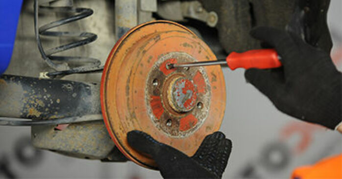 VW Lupo 6x1 1.0 2000 Freno a Tamburo sostituzione: manuali dell'autofficina