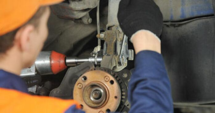 Gør-det-selv udskiftning VW Lupo (6X1, 6E1) 1.4 2004 Hjulleje - online læringslektioner