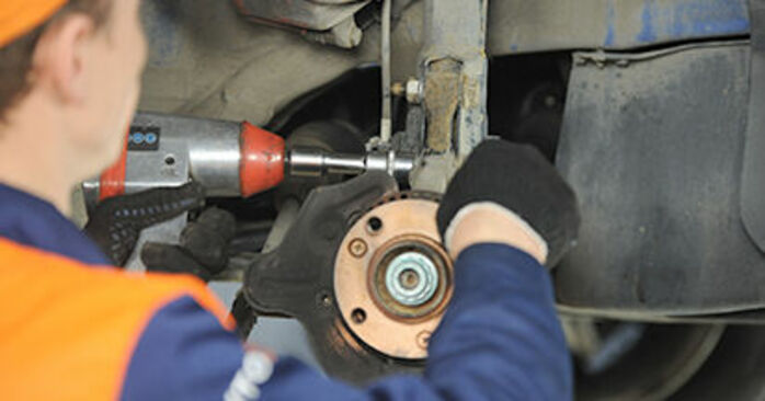 Step-by-step recommendations for DIY replacement VW Lupo 6x1 2003 1.4 TDI Wheel Bearing