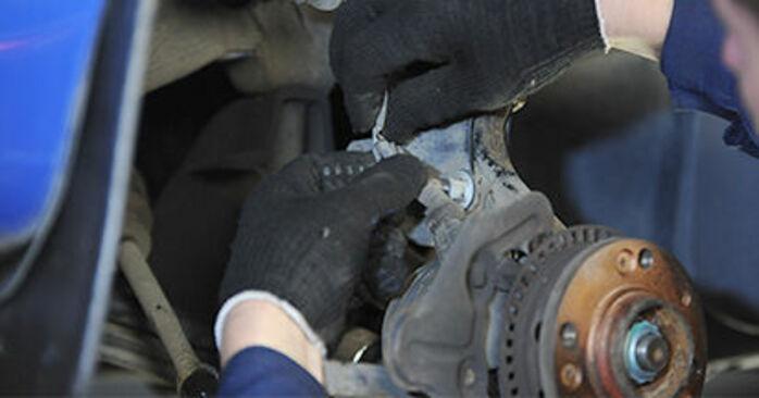VW Lupo 6x1 1.0 2000 Cuscinetto Ruota sostituzione: manuali dell'autofficina
