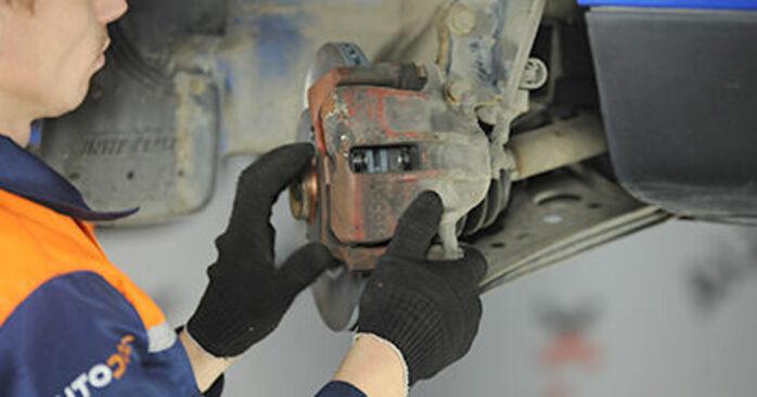 Hvor svært er det at gør-det-selv: Hjulleje udskiftning på VW Lupo 6x1 1.6 GTI 2004 - hent illustreret vejledning