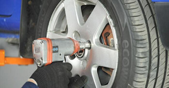 Udskiftning af Hjulleje på VW Lupo 6x1 2000 1.2 TDI 3L ved gør-det-selv indsats