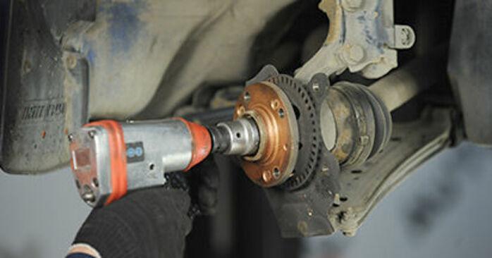 Devi sapere come rinnovare Cuscinetto Ruota su VW LUPO ? Questo manuale d'officina gratuito ti aiuterà a farlo da solo