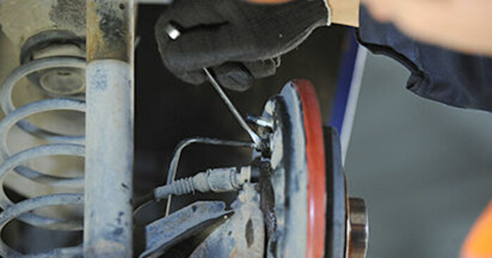 Tausch Tutorial Hauptbremszylinder am VW Lupo (6X1, 6E1) 2002 wechselt - Tipps und Tricks