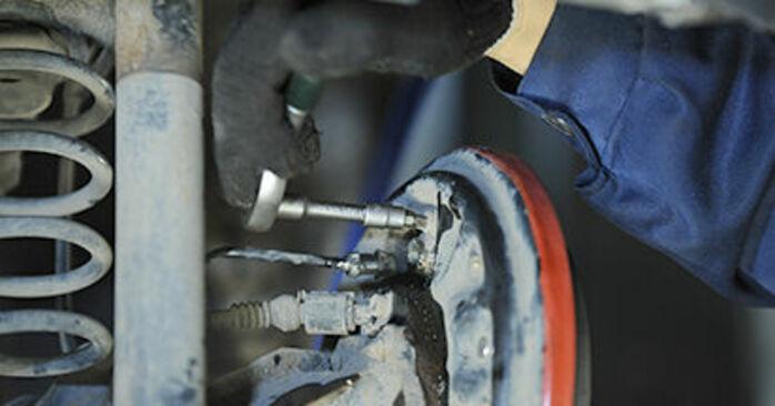 Wie schwer ist es, selbst zu reparieren: Hauptbremszylinder VW Lupo 6x1 1.6 GTI 2004 Tausch - Downloaden Sie sich illustrierte Anleitungen