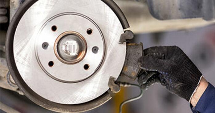 Wie CITROËN C3 1.4 16V HDi 2006 Bremsscheiben ausbauen - Einfach zu verstehende Anleitungen online