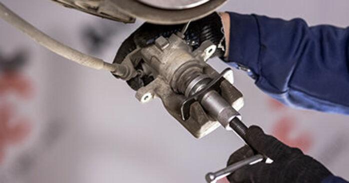 Wie schwer ist es, selbst zu reparieren: Bremsscheiben CITROËN C3 I (FC_) 1.4 i Bivalent 2008 Tausch - Downloaden Sie sich illustrierte Anleitungen