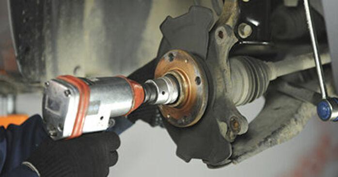 SUZUKI SWIFT 2012 Hjulleje trin-for-trin udskiftnings manual