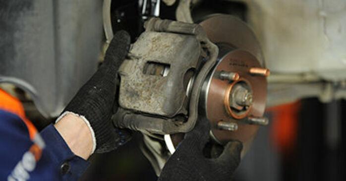 Bremsscheiben beim NISSAN MICRA 1.3 i 16V 1999 selber erneuern - DIY-Manual