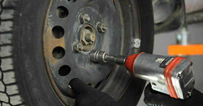 Cómo cambiar Discos de Freno en un Nissan Micra k11 1992 - Manuales en PDF y en video gratuitos