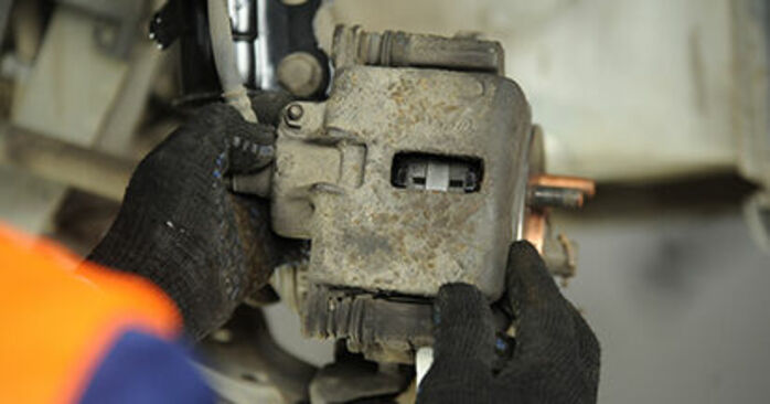 Bremsbeläge Ihres Nissan Micra k11 1.4 i 16V 2000 selbst Wechsel - Gratis Tutorial