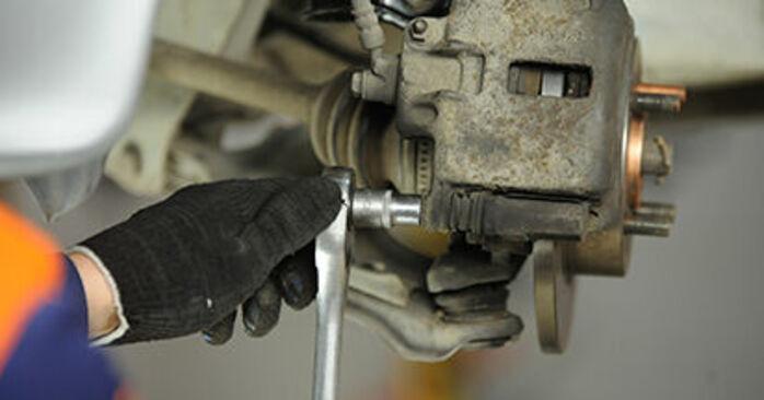 Bremsbeläge Nissan Micra k11 1.4 i 16V 1994 wechseln: Kostenlose Reparaturhandbücher