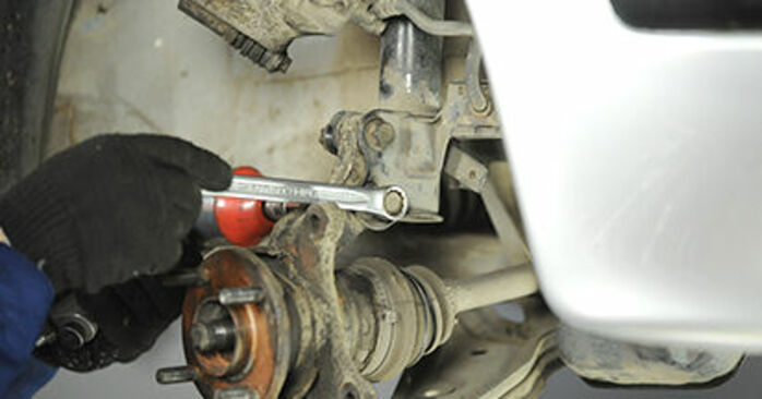 Αντικαθιστώντας μόνοι σας Ρουλεμάν τροχών στο Nissan Micra k11 2002 1.0 i 16V