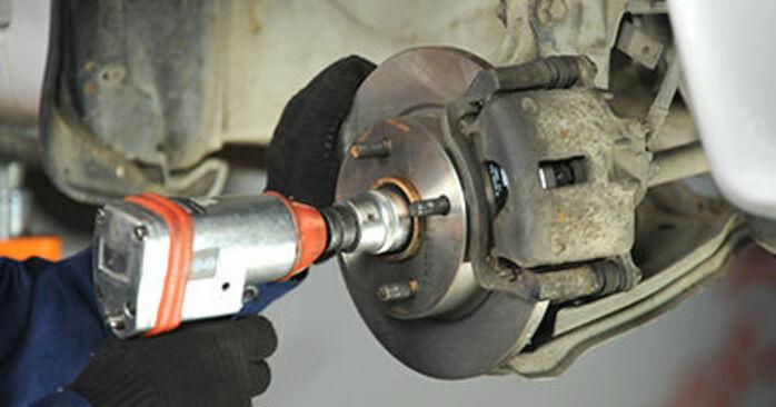 Nissan Micra k11 1.3 i 16V 1994 Ρουλεμάν τροχών αντικατάσταση: δωρεάν εγχειρίδια συνεργείου