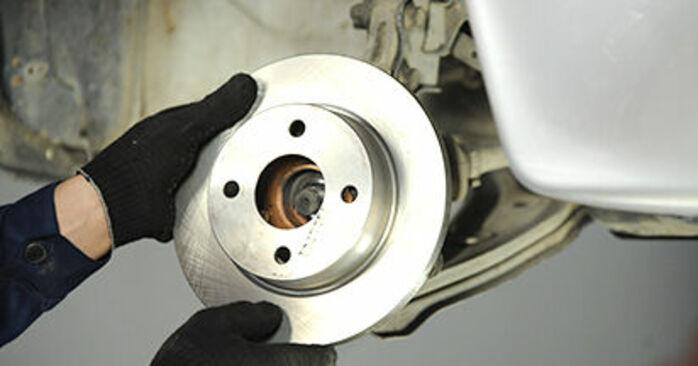 Πόσο δύσκολο είναι να το κάνετε μόνος σας: Ρουλεμάν τροχών αντικατάσταση σε Nissan Micra k11 1.0 i 16V 1998 - κατεβάστε τον εικονογραφημένο οδηγό