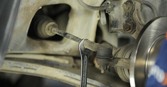 Spurstangenkopf Nissan Micra k11 1.4 i 16V 1994 wechseln: Kostenlose Reparaturhandbücher