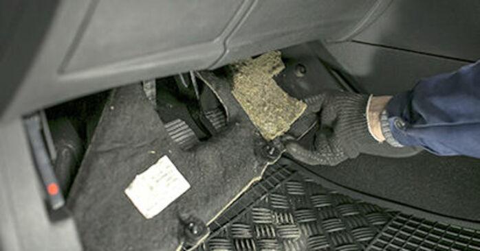 Wymiana Peugeot 407 Sedan 1.6 HDi 110 2006 Filtr powietrza kabinowy: darmowe instrukcje warsztatowe